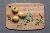 Three onion and spices on the board — Stock Photo