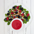 Summer refreshing spinach mixed berry salad with pumpkin and sunflower seeds, almonds, feta cheese and sweet red raspberry vinaigrette — Foto Stock #81269026