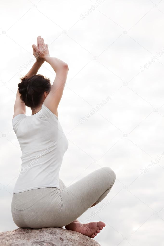 Йога лотос на природе картинки