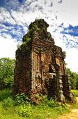 Остатки индуистских башня храмов на мой сын святилище, Всемирного наследия ЮНЕСКО во Вьетнаме. — Стоковое фото