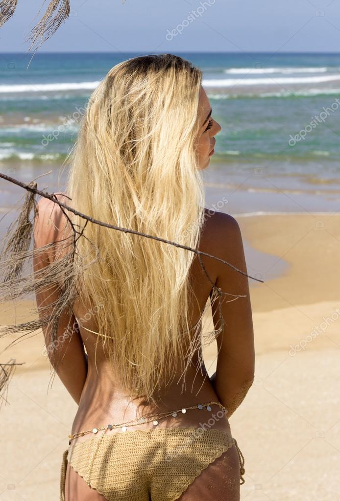 Plage de bikini blonde photo stock Image du bikini, blond