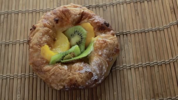 Kulatý koláč s ovocem