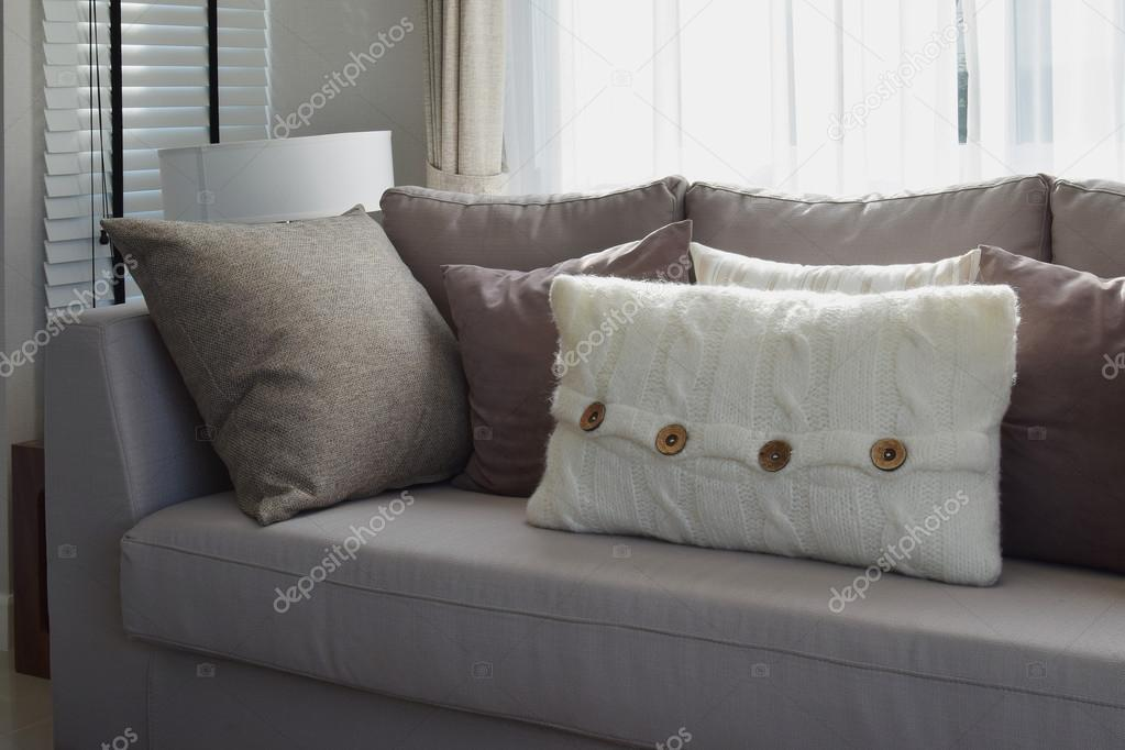 Cuscini divano grigio idee per il design della casa for Divina divano
