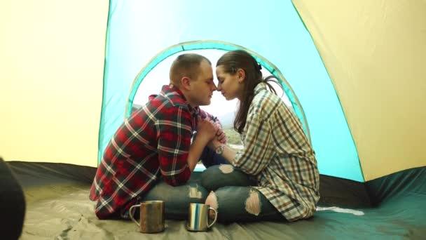 丽的年轻图库和男人分享a图库的吻-女人视频影踩脸男人脚美女图片