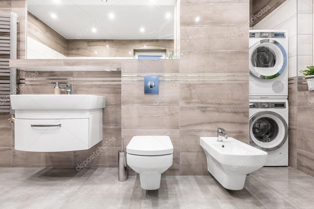 Bagno con idea di lavanderia foto stock 119502296 - Bagno con lavanderia ...