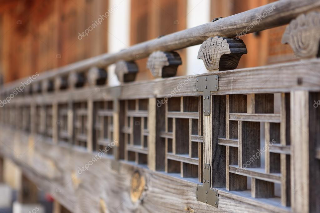 Casa di legno tradizionale coreano 39 hanok 39 chiuda foto for Casa in legno tradizionale