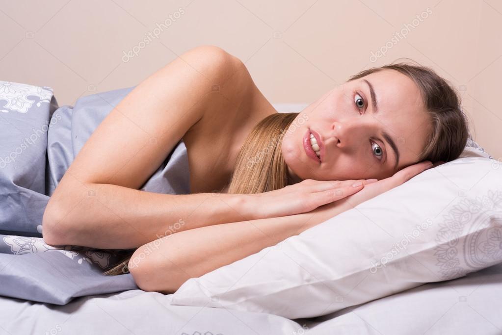 Проснулся в постели с фото 6-300