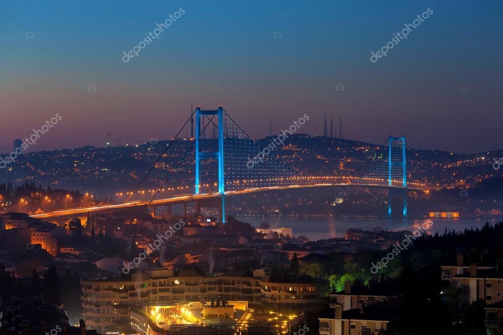 Ponte sul bosforo di notte foto stock koraysa 94280084 for Piani di progettazione di ponti gratuiti