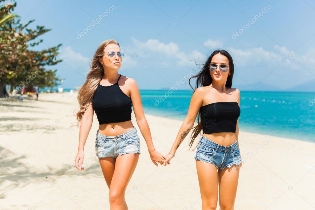 Девушки фото красивые на пляжу скачать
