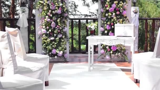 arch pour la crmonie de mariage dcor avec des fleurs de pivoines roses et de - Cout Fleuriste Mariage