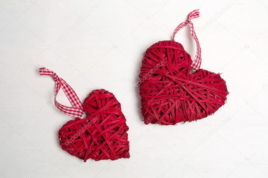 Foto van een kerstboom met ornamenten en decoratie voor valentines day hart vormige rode kleur - Foto van decoratie ...