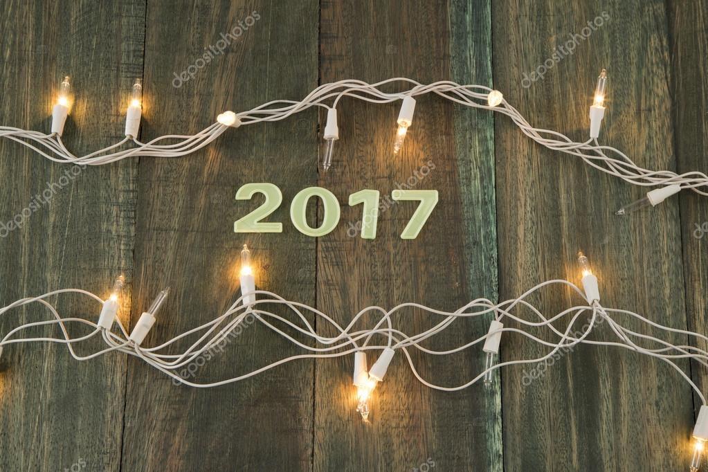 La decoraci n de luces de navidad 2017 fotos de stock luisecheverriurrea 98675664 - Decoracion de navidad 2017 ...