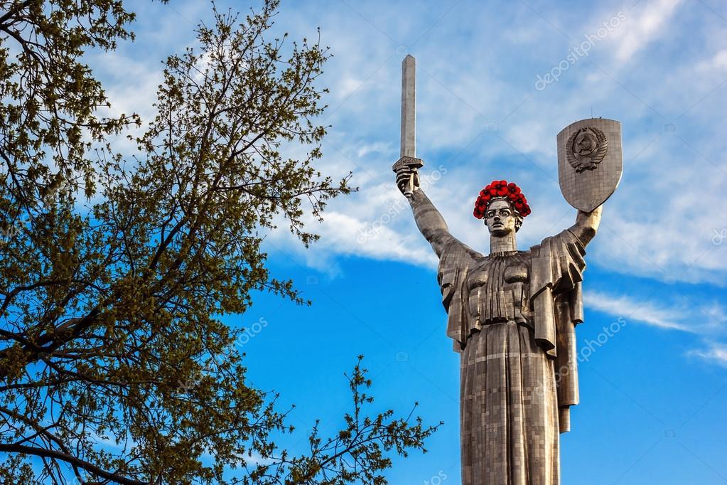 Скульптура родина-мать, в киевском национальном музее украины во второй мировой войне снова, как и год назад