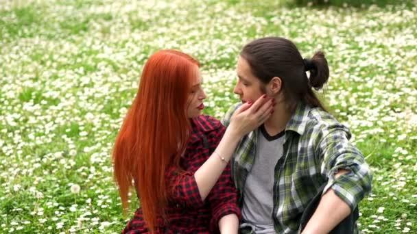 Video per lesbiche chiavata sul divano cerco incontri - Sesso sfrenato sul divano ...