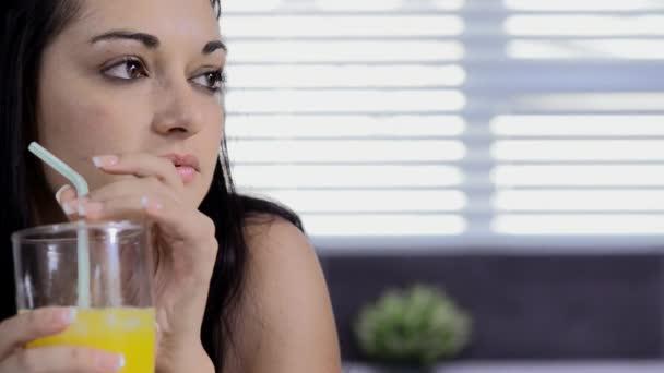 Видео женщина в соку фото 703-627