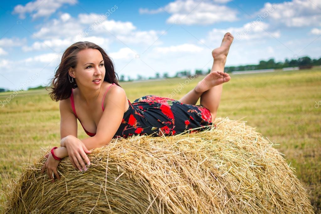 В поле голая фото 66002 фотография