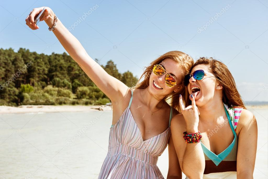 фото как девушки развлекаются