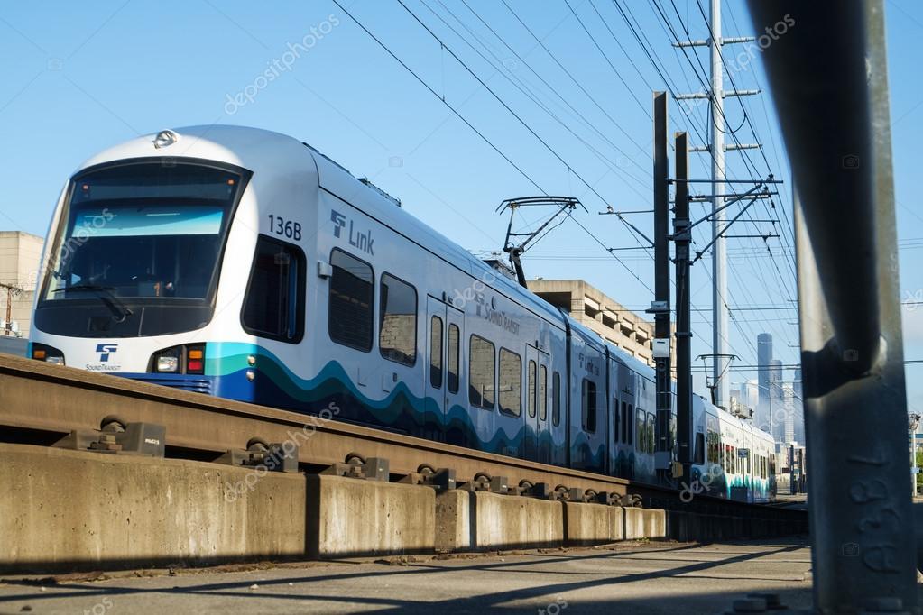 Скачать звук вокзала и поезда