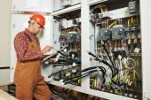 Pracovník strojní elektrikář