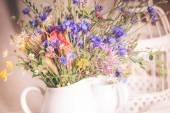 Květy v džbánu