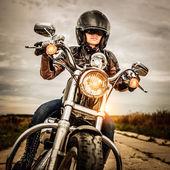 Motorkářka na motorce