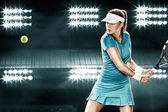 Schöner Sport Frau Tennisspieler mit Schläger im blauen Kostüm