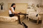 érzéki nő magas sarkú felszállás fekete harisnya