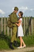 Sowjetischer Soldat Abschied von Mädchen