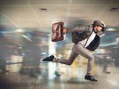 Muž pozdě na jeho letu