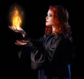 Láng elszigetelt fiatal boszorkány