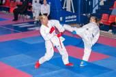 Női karate küzdelemben