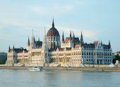 Budova parlamentu v západu slunce světla. Budapešť, Hunga