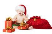 Vánoční Baby děti, dárkové krabičce a Santa pytel, šťastné dítě s úsměvem v červeném klobouku s vánočními pytel, izolované bílé pozadí