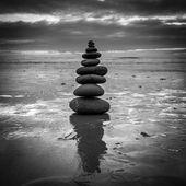 Zen kiegyensúlyozott kövek