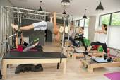 Pilates in Turnhalle
