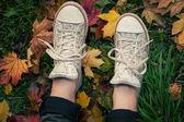 Tenisky na spadané listí