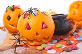 Halloween-Orangen und Süßigkeiten