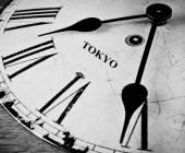 Tokyo černé a bílé hodinový ciferník