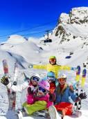 Lyžování, zima, sníh - rodinná zimní dovolená se těší