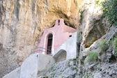 Charakteristickou kostel v Furore Fjord na 120 pobřeží Amalfi