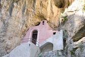 Charakteristickou kostel v Furore Fjord na 126 pobřeží Amalfi