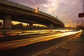 A jármű, aszfalt utak ellen szép d világítás