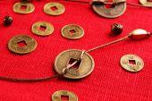 Feng shui érmék tábla közelről