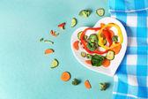 Zelenina na desce v podobě srdce