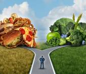 Dieta decisione concetto e nutrizione scelte dilemma tra sana buona frutta fresca e verdure o grassi colesterolo ricco fast food con un uomo su un incrocio cercando di decidere cosa mangiare per la migliore scelta di vita