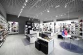 Interiér obchodu s obuví v moderní Evropské centrum