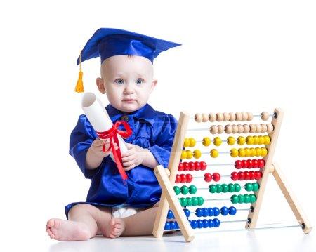 孩子男孩与计数器玩具
