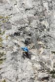 Szikla mászó a sziklafal
