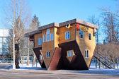 Fejjel lefelé az orosz kiállítási központ ház