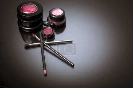 Постер, плакат: Various makeup products in pink tone, холст на подрамнике